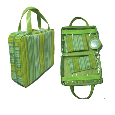Tote wash bag with two clear pockets inside and mirror