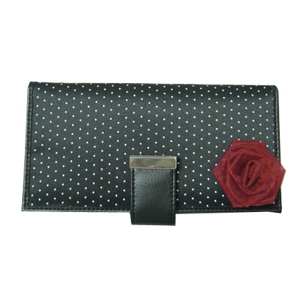 Long women wallet in magnet button for closure